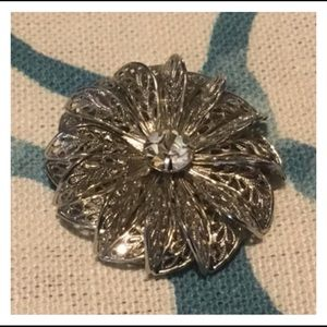 Jewelry - Quality Silver Gem Flower Scarf Clip